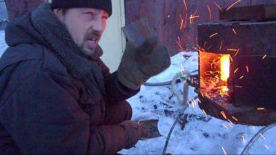 Чем посыпают металл во время ковки