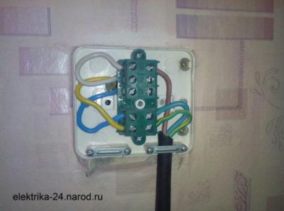 Как соединить три провода в коробке
