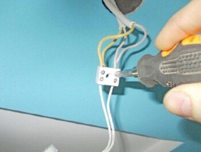Как подключить двойной выключатель с двух жильным проводом