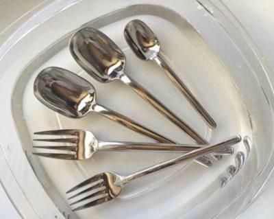 Как почистить ложки и вилки с фольгой