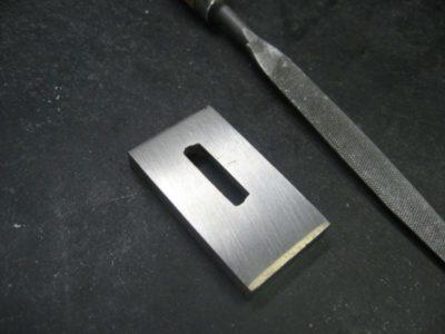 как сделать квадратное отверстие в металле